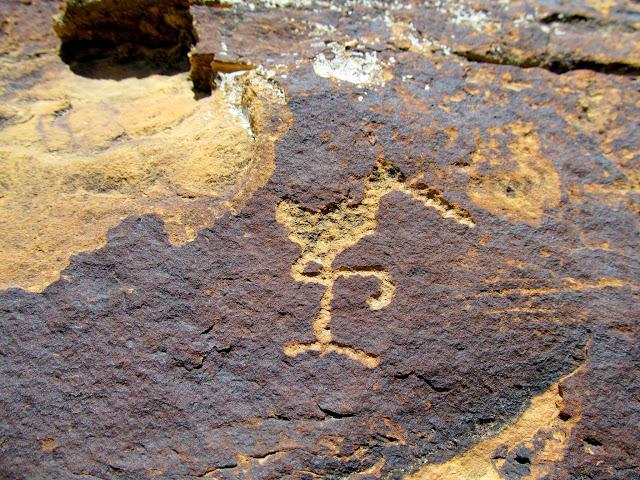 Tiny crane petroglyph