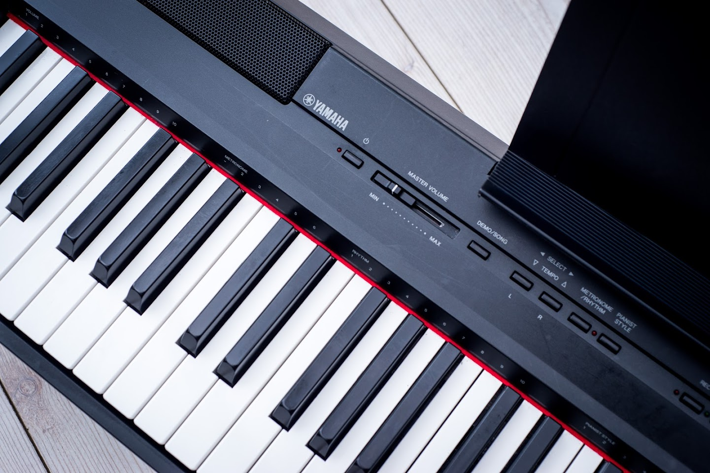 Yamaha p105 digital piano 88 notes key full size ghe for Yamaha full size keyboard with 88 keys