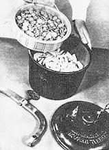 Photo: A zöldség- és főzelékfélék elöfözésére, párolására szerkesztett elmés főzőedény. - Gotowanie warzyw w szybkowarze (1935 r.!)