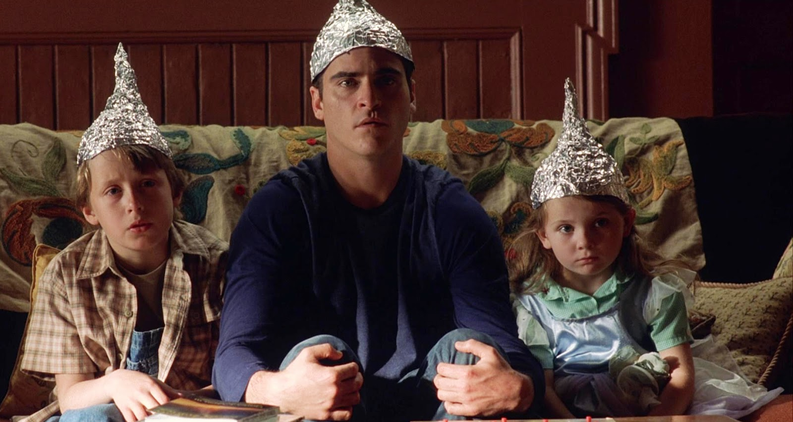 Cast of 'Signs' wearing tin-foil hats