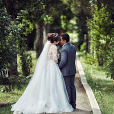 Wedding photographer Aynura Dusimova (Raymoon). Photo of 12.01.2019