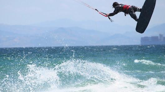 Herido un kitesurfista tras caer desde seis metros en la playa de San Miguel