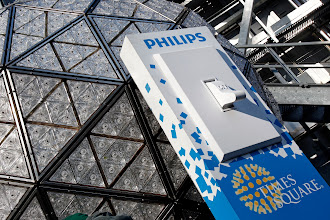 Photo: Philips Executive Ed Crawford flips the switch for the test ball drop in New York, December 30, 2012.    Photo by Adam Hunger
