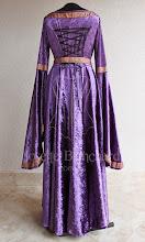 Photo: Vestido Medieval em veludo molhado violeta com detalhes e cinto em galão violeta e dourado. Ajustável nas costas.    Site: http://www.josetteblanchard.com/  Facebook: https://www.facebook.com/JosetteBlanchardCorsets/  Email: josetteblanchardcorsets@gmail.com josetteblanchardcorsets@hotmail.com