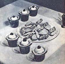 Photo: Poharakba tálalt puncs, citromkarikákkal, tejszín-habbal és rumos-meggyel díszítve. - Poncz.