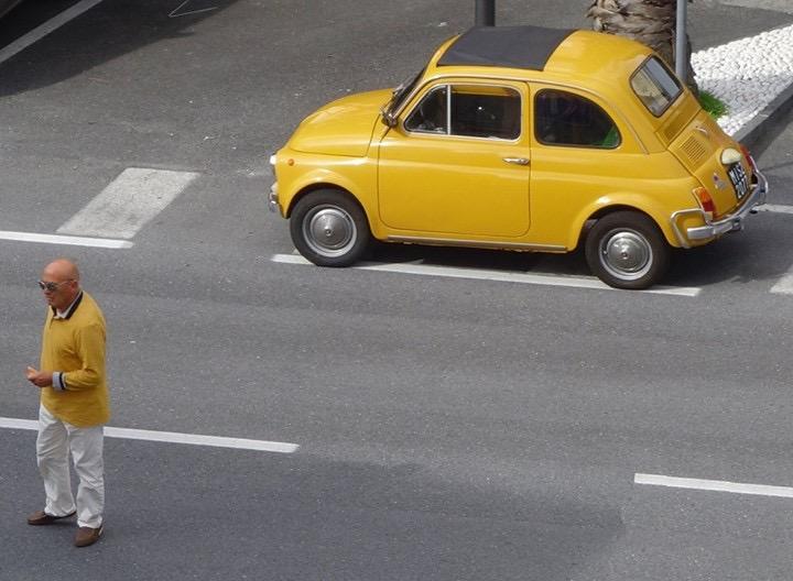 Il giallo dell'uomo in giallo con l'auto gialla di Jorjo
