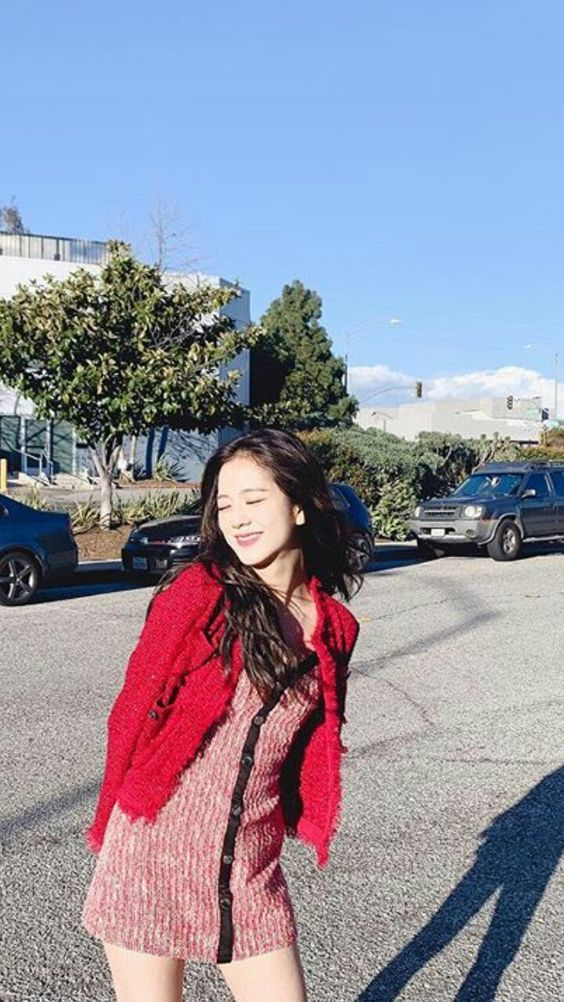 jisoo red 6