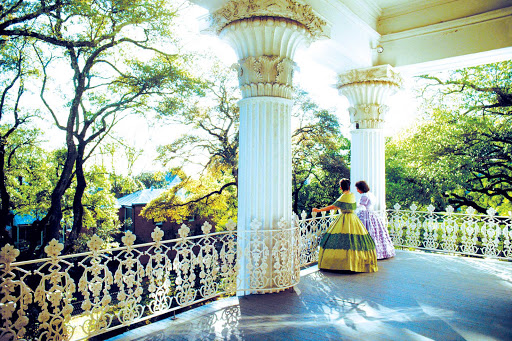 Natchez-Belles.jpg - Meet the Natchez Belles and tour antebellum mansions in Natchez, Miss., during your river cruise.
