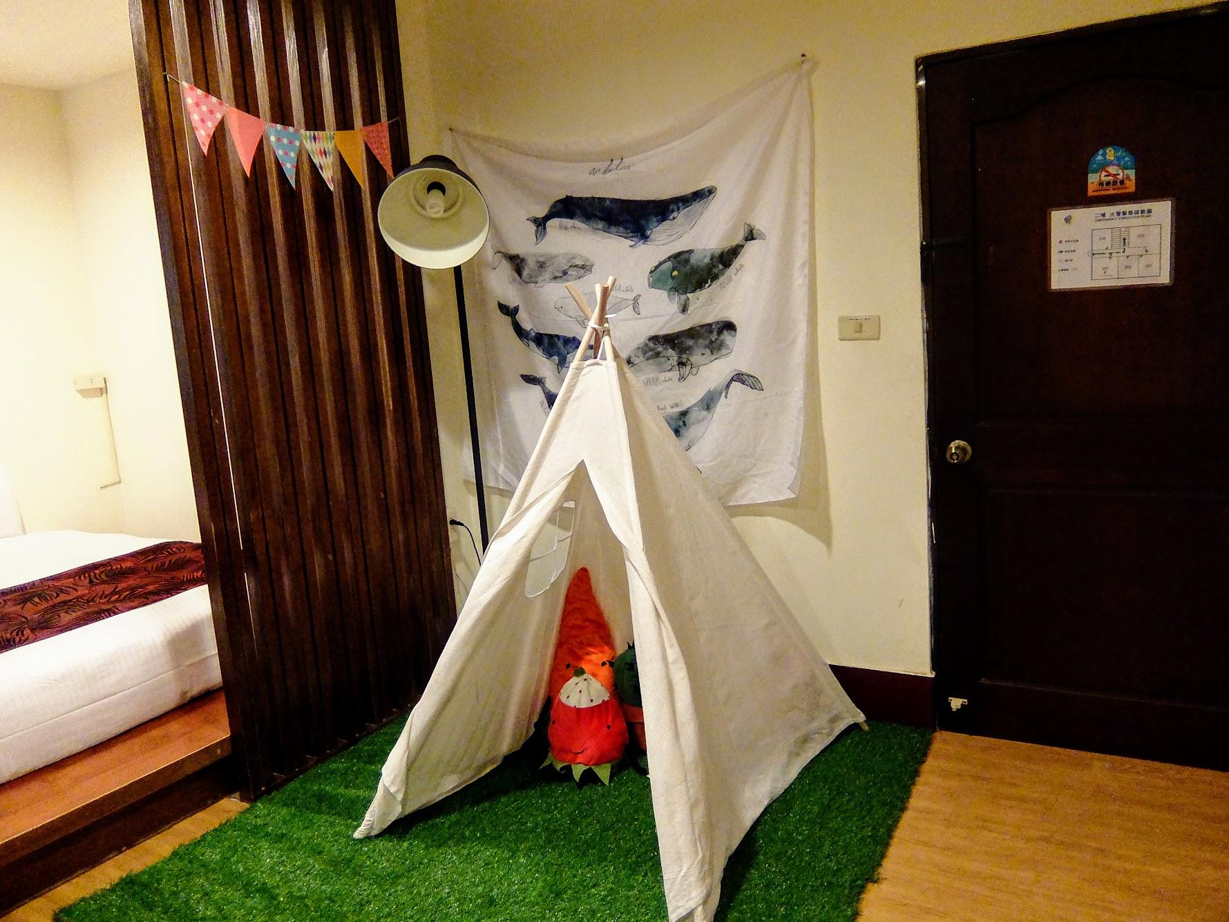 房間一景,就是這小帳篷,讓小孩子愛不釋手...