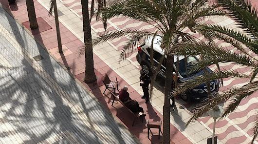 Policías y guardias civiles velan por la salud pública con escasos recursos