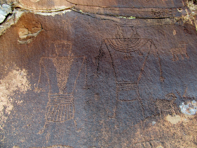 More large Vernal-style petroglyphs