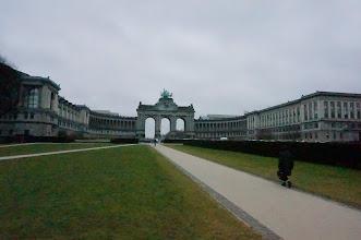Photo: Plaza del Cincuentenerio y museo militar al fondo, con su arco de triunfo y todo.