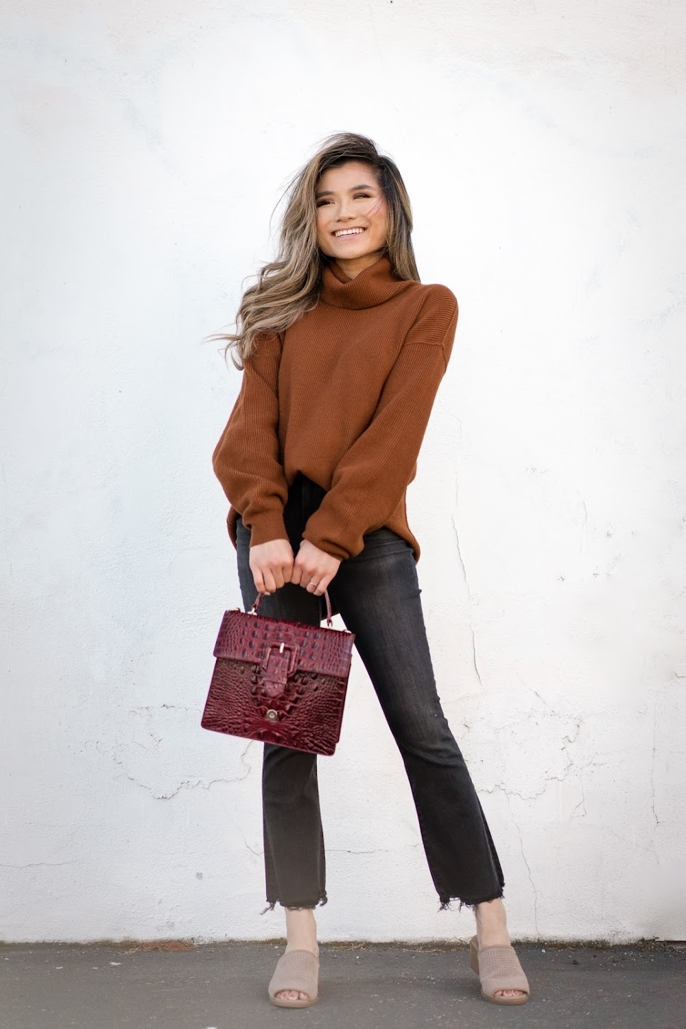 best-valentine-day-outfits_Baggy_Turtle_Neck__Flared_Cut_Off_Denims