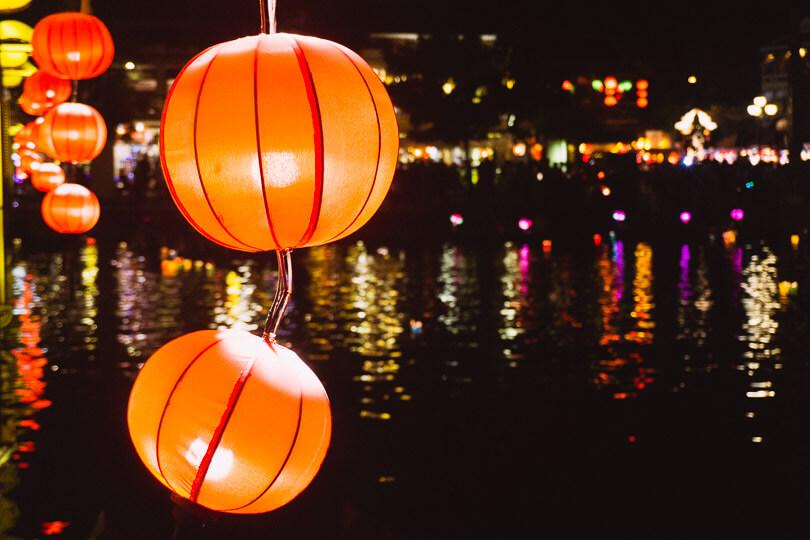 Buy lanterns in Hoi An.