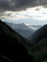 Photo: Départ matinal de Dormillouse : le lever du jour sur la vallée de Freissinières