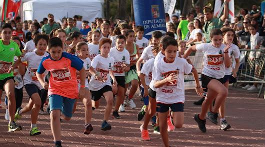 Participantes en una de las categorías de la Mini Desértica celebrada este viernes.