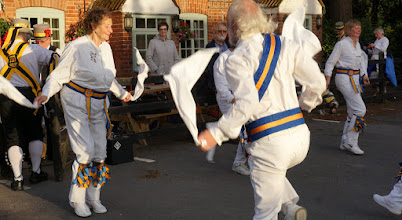 Photo: GOOD TO SEE OUR SQUIRE STARTS OFF THE DANCING