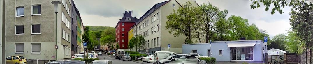 Photo: Die Grünstraße am EIngang des Friedhofs. (Fotomontage von Google+)