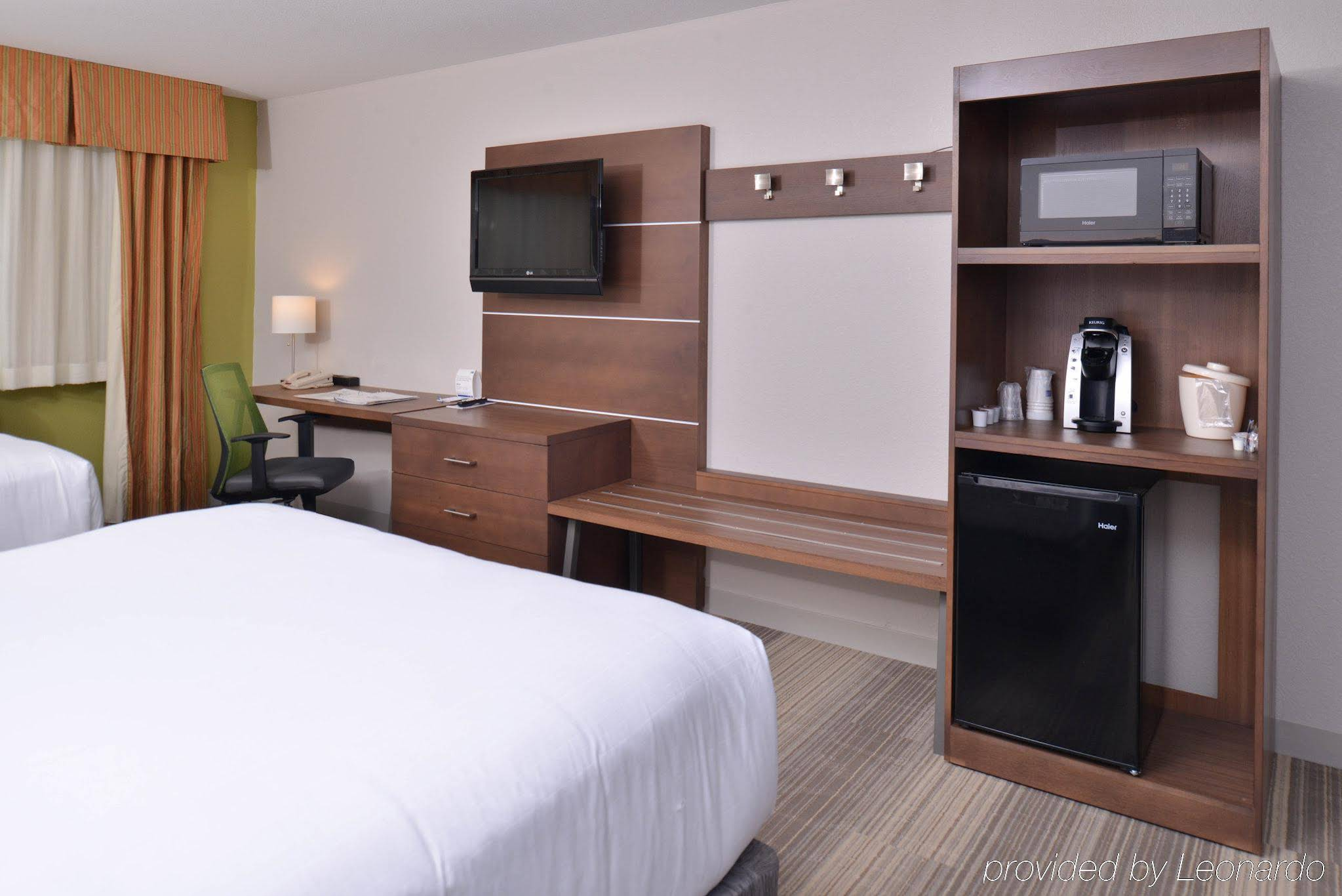 Holiday Inn Express and Suites Stevens Point