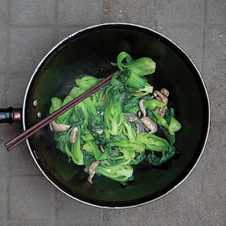Donggu Pei Shucai (Stir-Fried Mushrooms and Bok Choy)