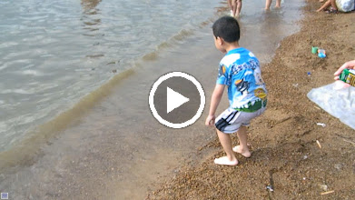 Video: baby son, warrenzh 朱楚甲, played in River Nen on other suburb of Qiqihar after his dad benzrad,朱子卓, returned from his 2nd hometown journey. we, baby son&his parents, had a good time.