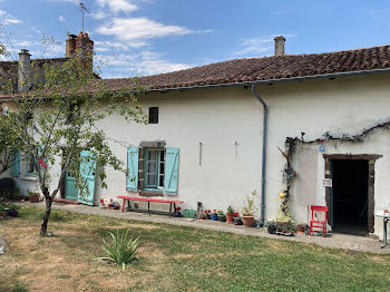 maison à Oradour-Fanais (16)