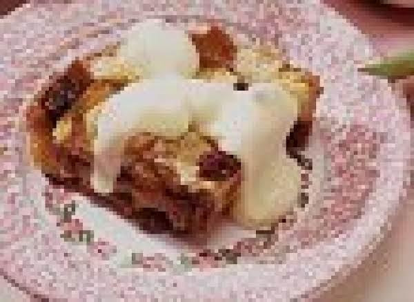 Cinnamon Raisin Bread Pudding With Custard Sauce