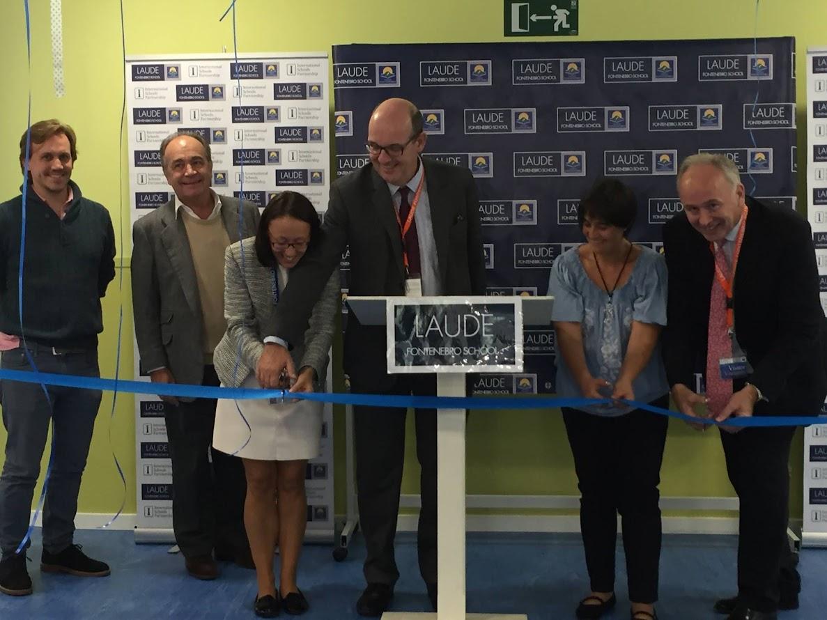 Corte de cinta inauguración Laude School Moralzarzal