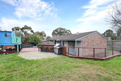 Photo of property at 33 Gattinara Drive, Frankston 3199