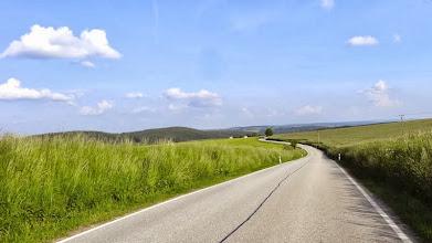 Photo: Im böhmischen Hügelland, nur noch wenige Kilometer bis zu unserem Etappenziel Tyn.