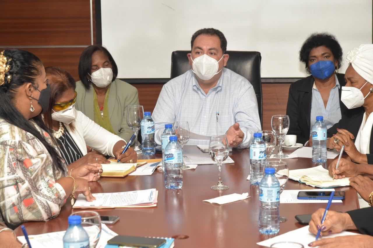 Director SNS se reúne con gremios de Salud