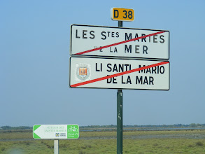 Photo: As we leave town, an example of the dual signage we see throughout the region: names in both French and the Provençal dialect.