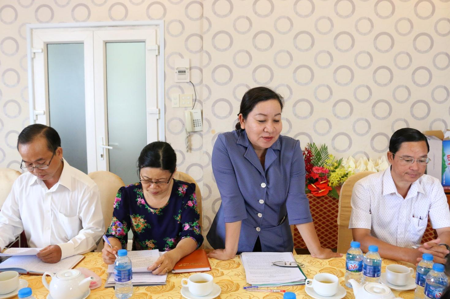 3. Đồng chí Bành Thị Kim Khánh – Ủy viên thường vụ, Chủ nhiệm UBKT Đảng uỷ Khối doanh nghiệp tỉnh An Giang phát biểu tại buổi họp.JPG