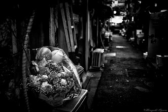 Photo: 路地裏の花束 Bouquet of back alley  Tokyo Street Shooting  Location; #Shinjuku , #Tokyo , #Japan   #photo #photography #streetphotography #streettogs  #leica #leicaimages #leicammonochrom #leicamonochrom #leicamonochrome