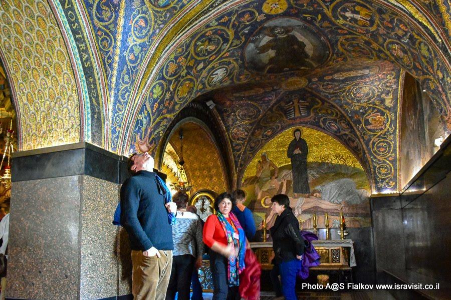 Экскурсия на Голгофе в Храме Гроба Господня. Гид в Иерусалиме Светлана Фиалкова.