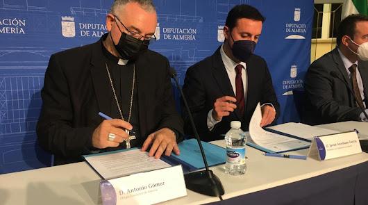 Antonio Gómez, a la izquierda, junto al presidente de la Diputación, Javier A. García.