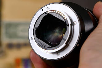 Photo: Sony Distagon T* FE 35mm f/1.4 ZA Lens Mount Side