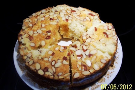 ALMOND CRUSTED CAKE  ..from Recipe 1995