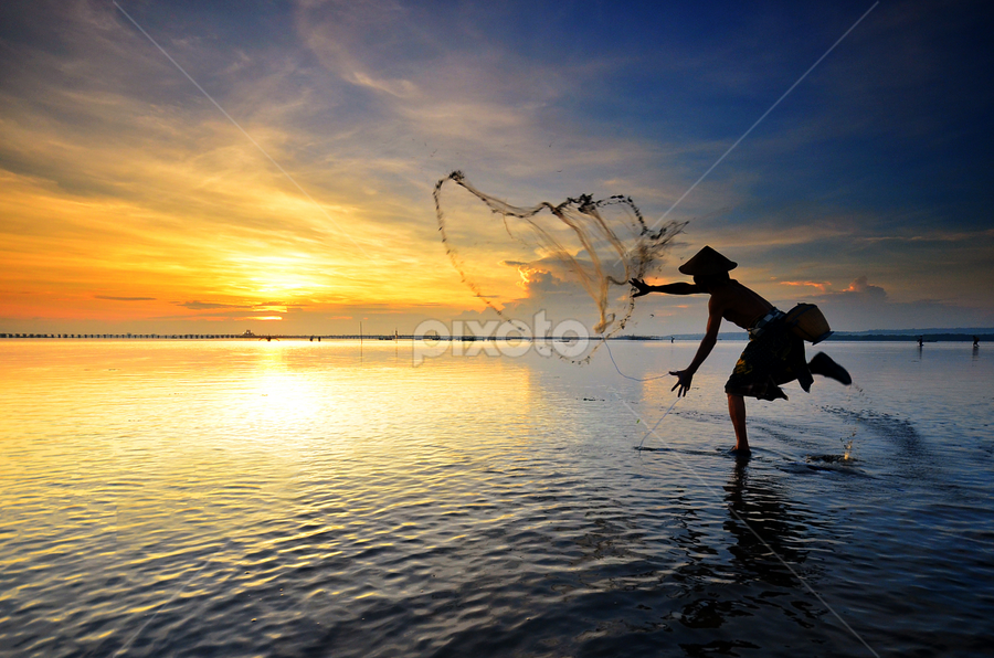 Golden Eye by Hendri Suhandi - People Street & Candids ( bali, pwcsilhouettemotion, silhouette, beach, sunrise, fisherman, people )