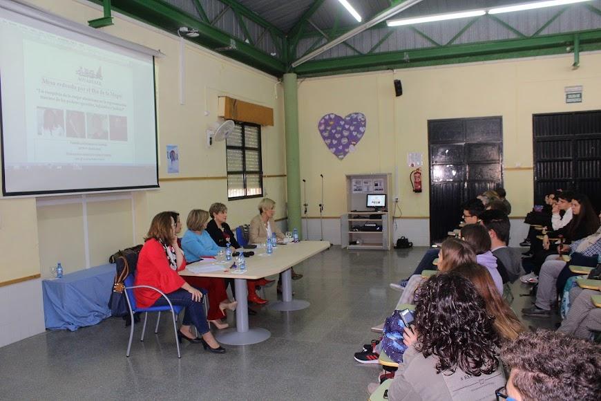 Mesa redonda por el Día de la Mujer del IES Aguadulce.