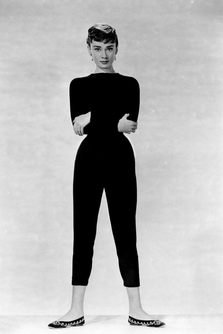 54aab4581462b_-_08-elle-celebrities-with-big-feet-audrey-hepburn-0812-xln.jpg