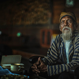 Oldman by Indrawan Ekomurtomo - People Portraits of Men