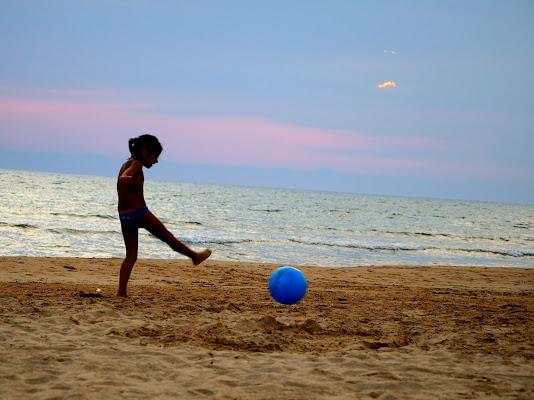 papà voglio la palla blu di Salvador