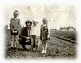 Photo: 1968 R. Od prawej : Danuta Zubek , Kazimierz Zubek , Jan Zubek , Marian Zubek. W tle stacja kolejowa w Rogoźniku.