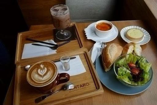咖啡好喝甜點跟三明治也好吃