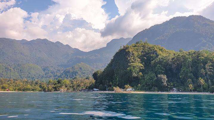 Visitar ORA BEACH, uma pérola nas Molucas | Indonésia