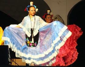 Photo: Bellos vestidos regionales de los estados