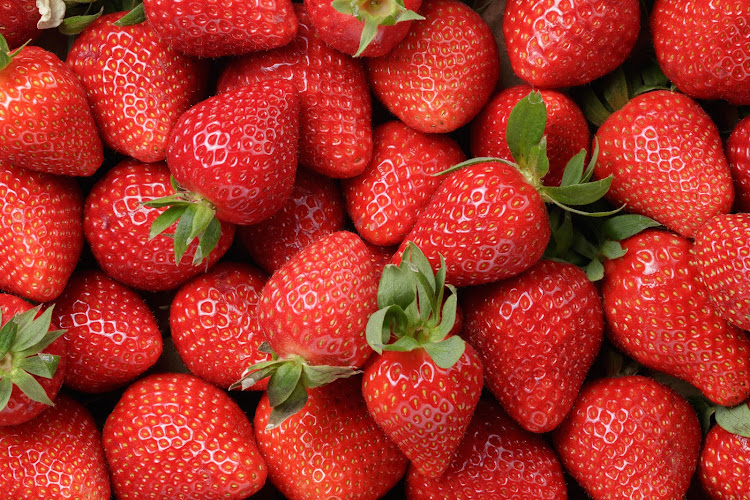 The Countdown supermarket chain in New Zealand took a brand of Australian strawberries off the shelves after a sabotaged punnet - a plastic box - was sold in an Auckland store.