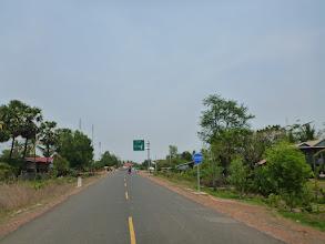 Photo: Další den ráno pokračujeme po asfaltu(!) až k chrámu Preah Vihear.