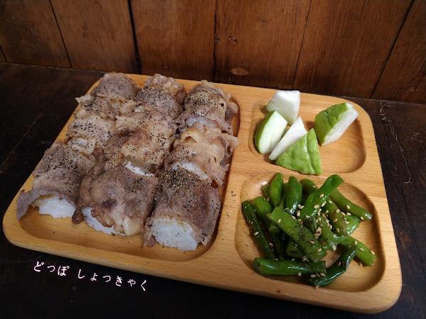 武飯糰, 食尚玩家推薦過,高雄武廟附近的日式風格的店面,充滿創意與美味的一口飯糰